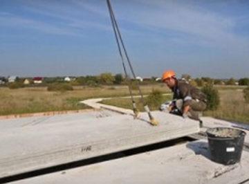 Фото бетонной плиты на стройплощадке