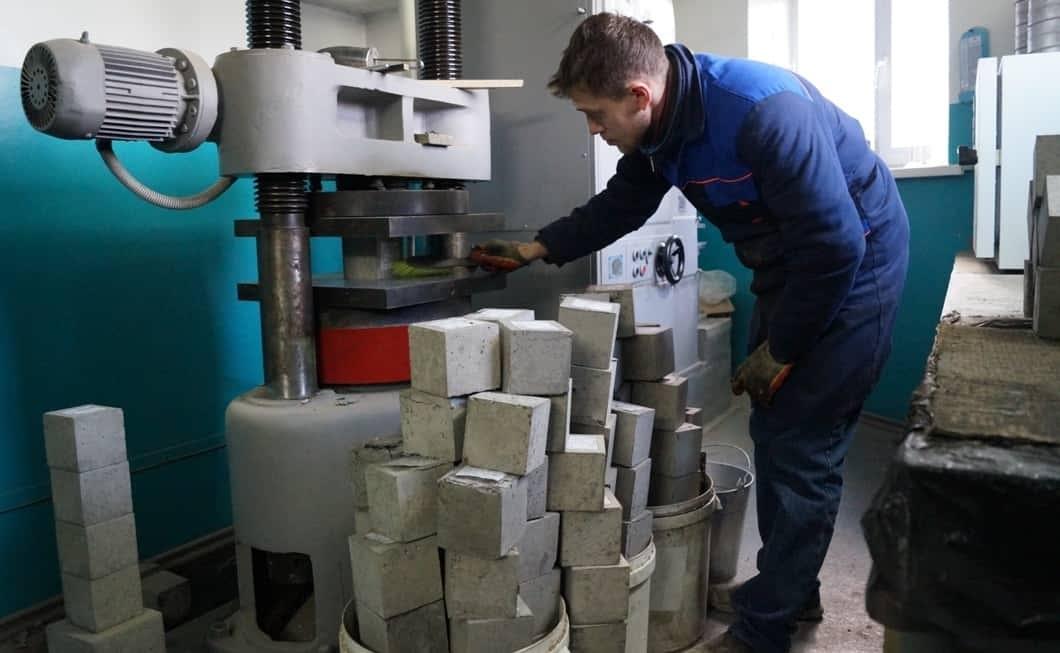 Процесс испытания бетона